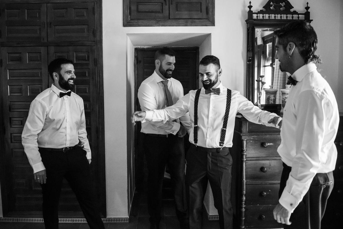 novios-boda-amigos